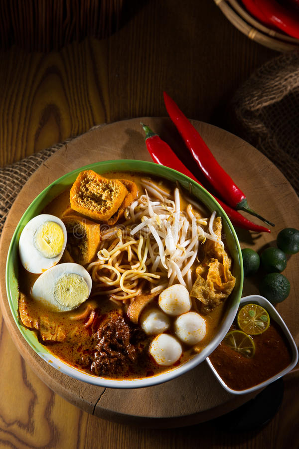Free Traditional Curry Spicy Noodle Soup Royalty Free Stock Photos - 78475918