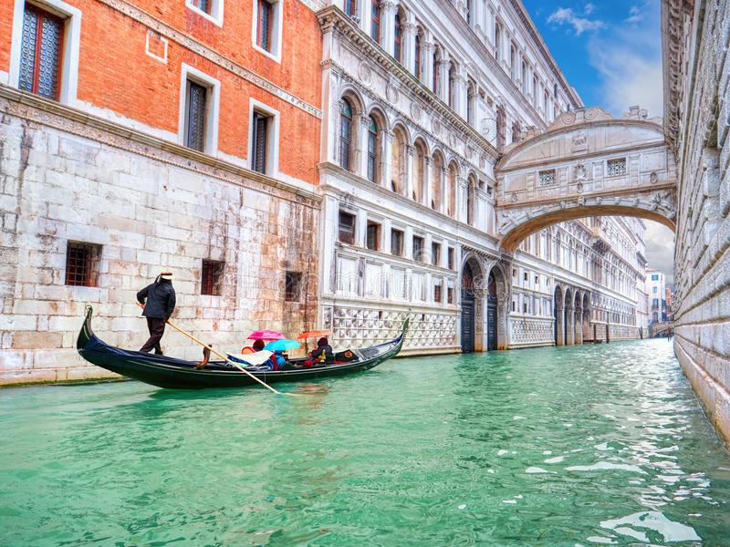 Traditional Gondola and the famous Bridge of Sighs in Venice stock photography
