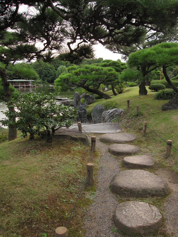 Japanese Stroll Garden Springfield: Stepping Stone Pathway Stock Photo. Image Of Green, Trees