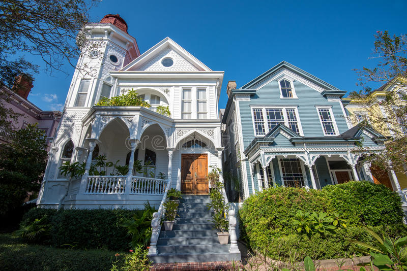 Traditional residential architecture in savannah ga for Traditional american architecture
