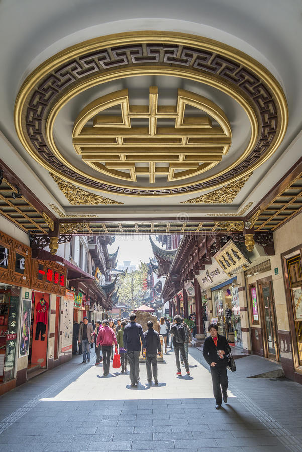 Download Traditional Shopping Area In Shanghai China Editorial Photography - Image: 30613907