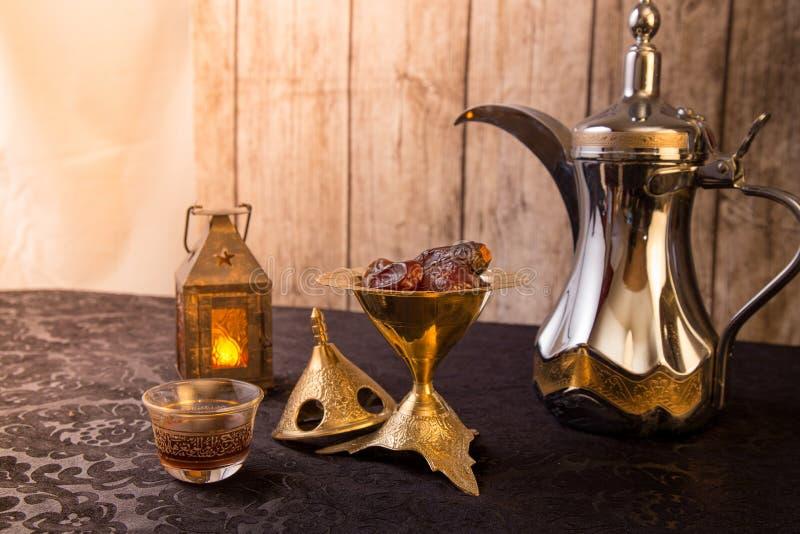 Traditioneel Arabisch Koffiethema royalty-vrije stock fotografie