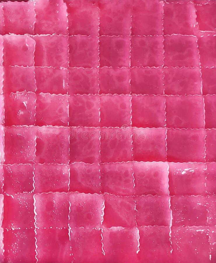 Traditioneel Aziatisch Thais Culinair Dessert: hoogste meningsachtergrond van kleurrijke roze gestoomde laag zoete die cake Khano stock afbeelding