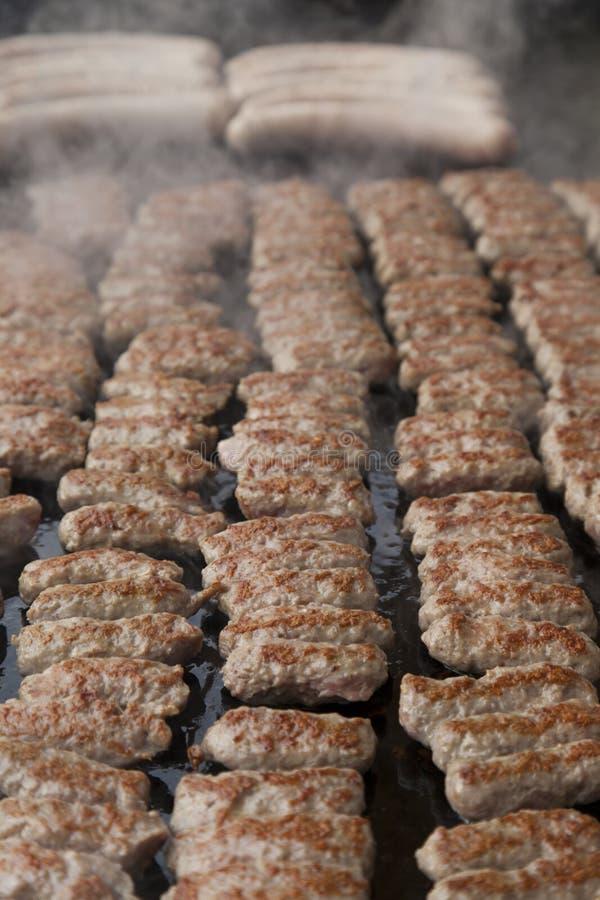 Traditioneel Balkan voedsel, BBQ stock afbeelding