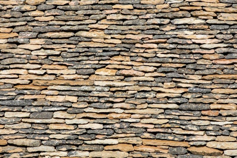 Traditioneel betegeld dak in Dordogne, die terwijl zodra vrij gemeenschappelijk in het gebied zeer zeldzaam wordt aquitaine royalty-vrije stock foto