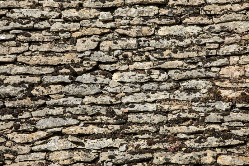 Traditioneel betegeld dak in Dordogne, die terwijl zodra vrij gemeenschappelijk in het gebied zeer zeldzaam wordt Aquitaine, stock afbeeldingen