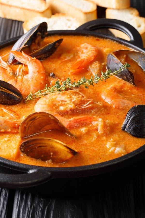 Traditioneel Catalaans recept: Suquet DE Peix Seafood soep, vegetab royalty-vrije stock foto's