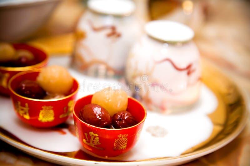 Traditioneel Chinees de ceremoniebestek van de huwelijksthee stock fotografie