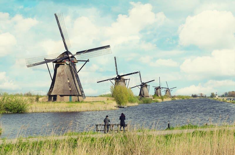 Traditioneel de windmolenlandschap van Nederland in Kinderdijk dichtbij Rotterdam in Nederland stock fotografie