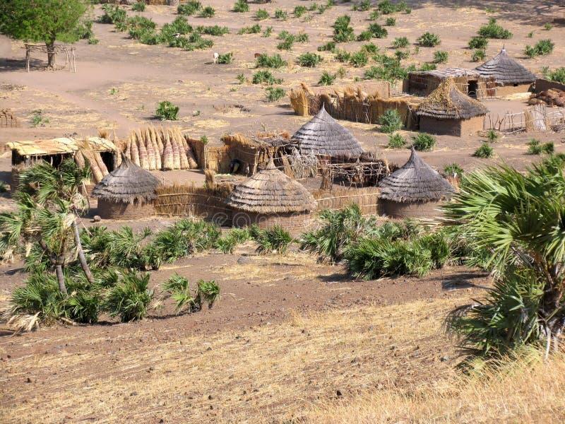 Traditioneel dorp in de Nuba-bergen, Afrika stock afbeelding