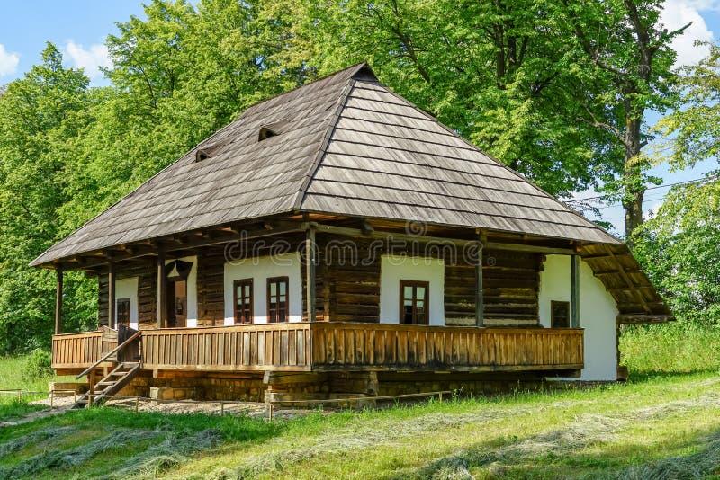 Traditioneel dorpshuis in Targu Neamt royalty-vrije stock foto