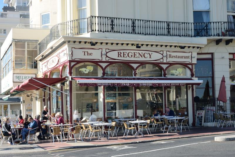 Traditioneel Engels Vissen en Chip Shop op de strandboulevard van Brighton royalty-vrije stock afbeeldingen