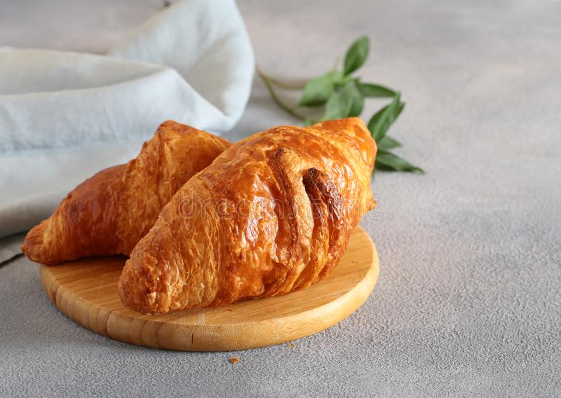 Traditioneel Frans Croissant stock foto