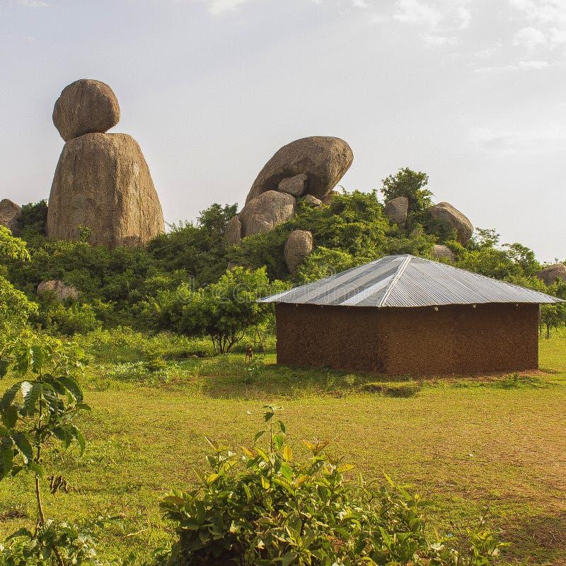 Traditioneel gebouwde huisstructuur op een plattelandsgebied stock foto
