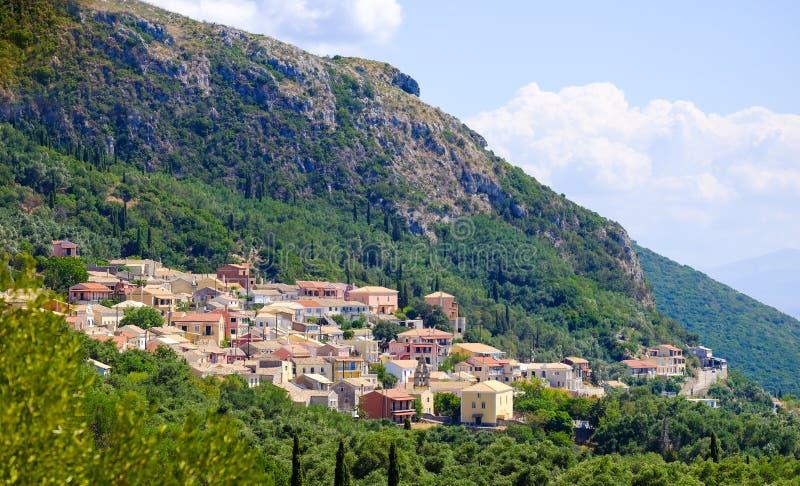 Traditioneel Grieks dorp op het Eiland Korfu stock afbeelding