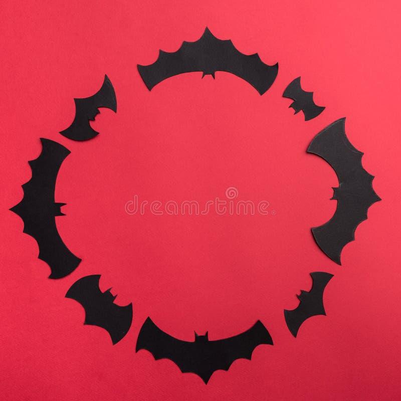 Traditioneel haloween symbolen op rode achtergrond voor embleem royalty-vrije stock afbeeldingen