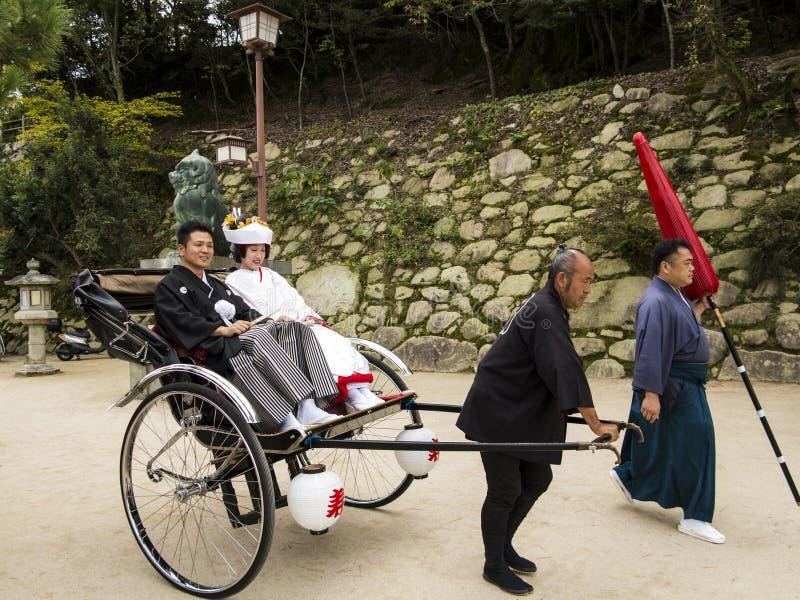 Traditioneel Japans Huwelijkspaar Redactionele Foto