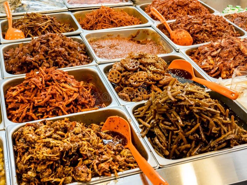 Traditioneel Koreaans vergist voedsel bij de Gwangjang-Markt Seoel, Zuid-Korea royalty-vrije stock afbeeldingen