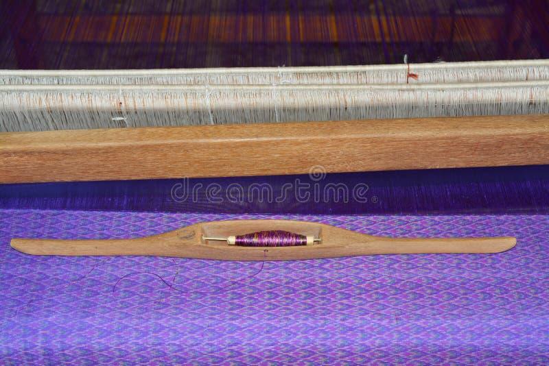 Traditioneel met de hand gemaakt zijde wevend weefgetouw royalty-vrije stock fotografie