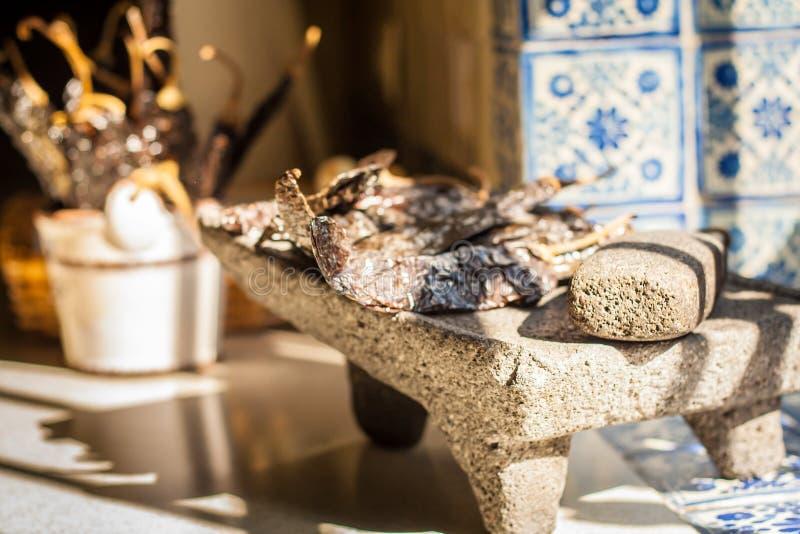 Traditioneel molcajete metate hulpmiddel voor Mexicaans voedsel royalty-vrije stock foto