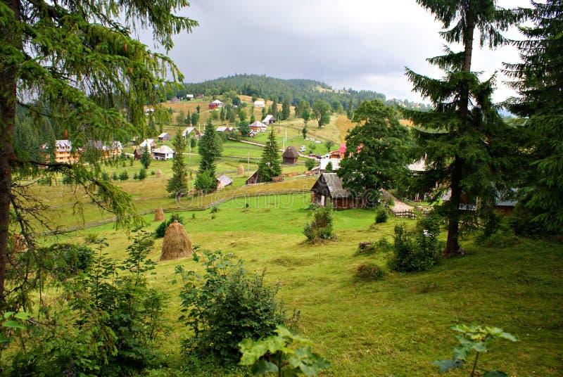 Traditioneel Roemeens bergdorp royalty-vrije stock afbeeldingen