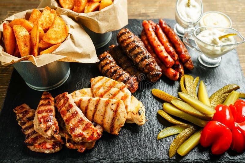 Traditioneel Roemeens voedsel op plaat royalty-vrije stock afbeelding