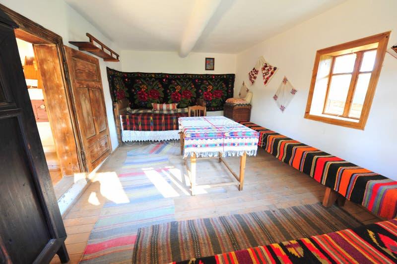 Traditioneel rustiek landelijk huisbinnenland - Roemenië royalty-vrije stock foto