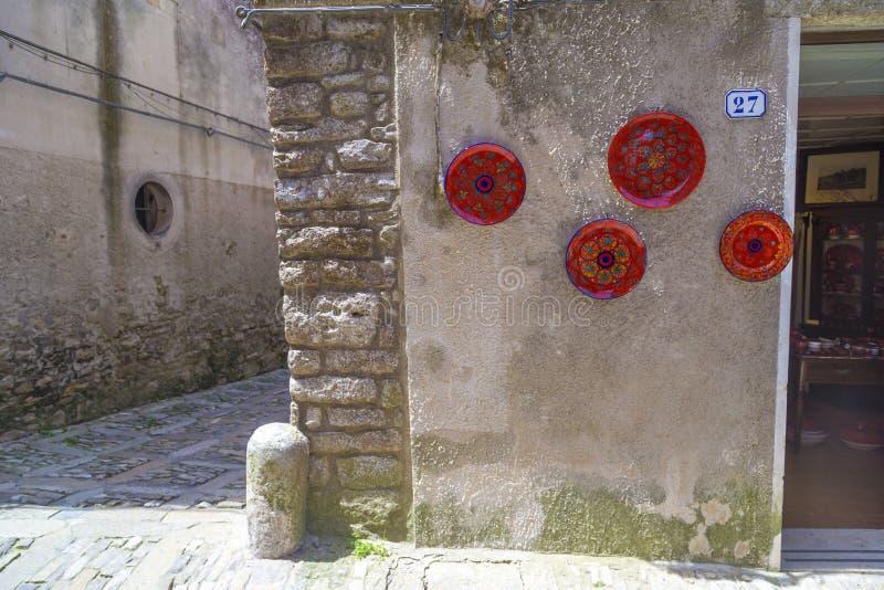 Traditioneel Siciliaans aardewerk op vertoning in Erice, Sicilië, Italië royalty-vrije stock fotografie