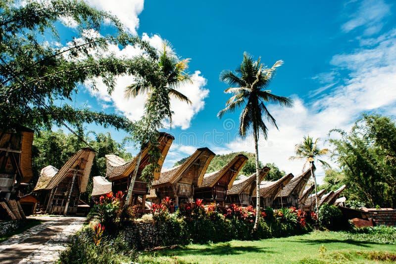 Traditioneel Tana Toraja-dorp, tongkonan huizen en gebouwen Kete Kesu, Rantepao, Sulawesi, Indonesië royalty-vrije stock afbeeldingen