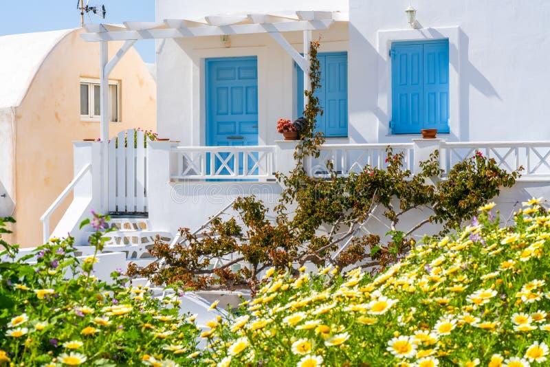 Traditioneel vergoelijkt huis in Oia Santorini stock afbeelding