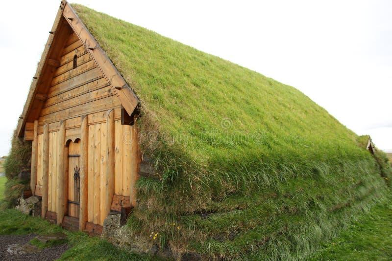 Traditioneel viking huis in ijsland stock foto for Construction bio