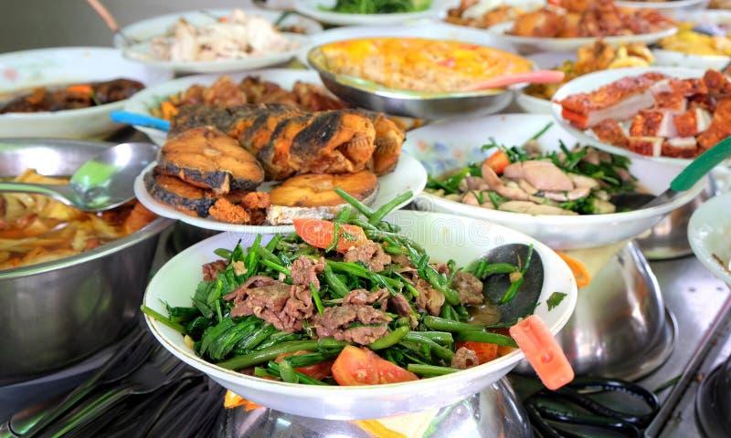 Traditioneel voedsel in de straat van Ho Chi Minh-stad, Vietnam stock foto