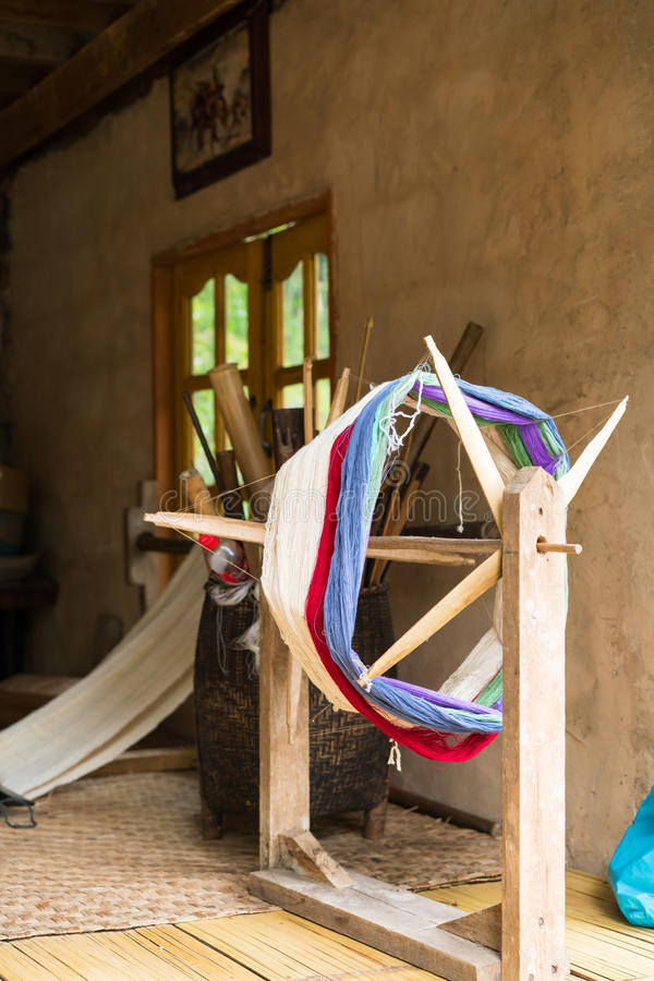 Traditioneel weefgetouw voor wolkleren Zachte nadruk stock afbeeldingen