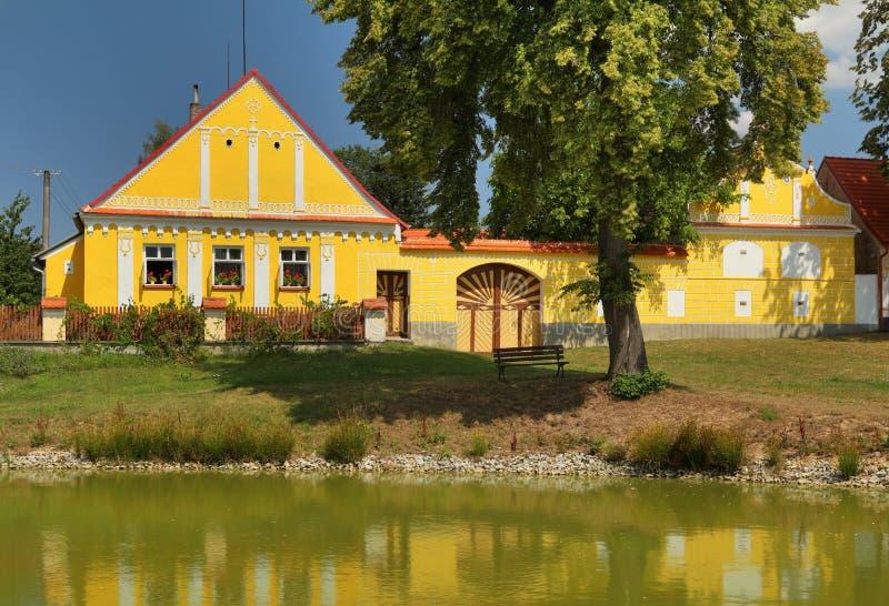 Traditioneel Zuiden Boheems plattelandshuisje royalty-vrije stock foto's
