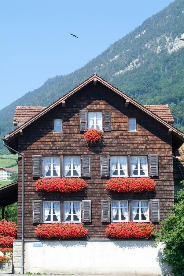 Traditioneel Zwitsers buitenhuis stock fotografie
