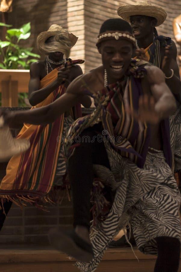 Traditionele Afrikaanse Dans Percussie en dans van Oeganda royalty-vrije stock afbeelding
