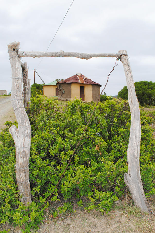 Traditionele Afrikaanse hut royalty-vrije stock afbeelding