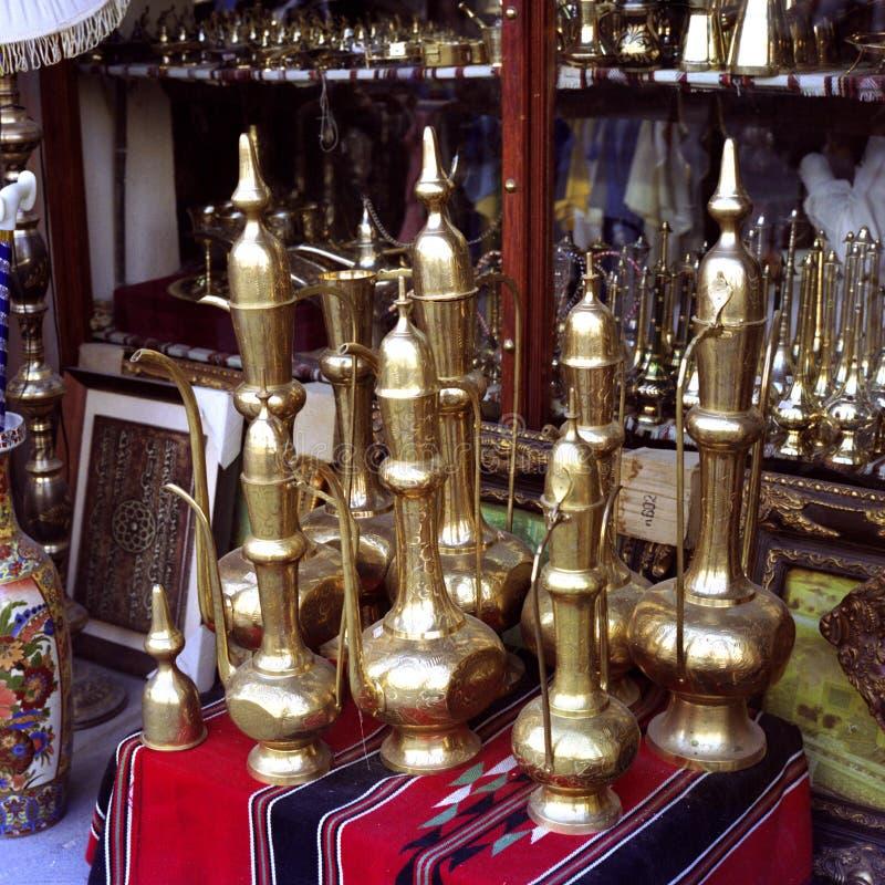 Traditionele Arabische koffiepotten in Qatar stock afbeeldingen