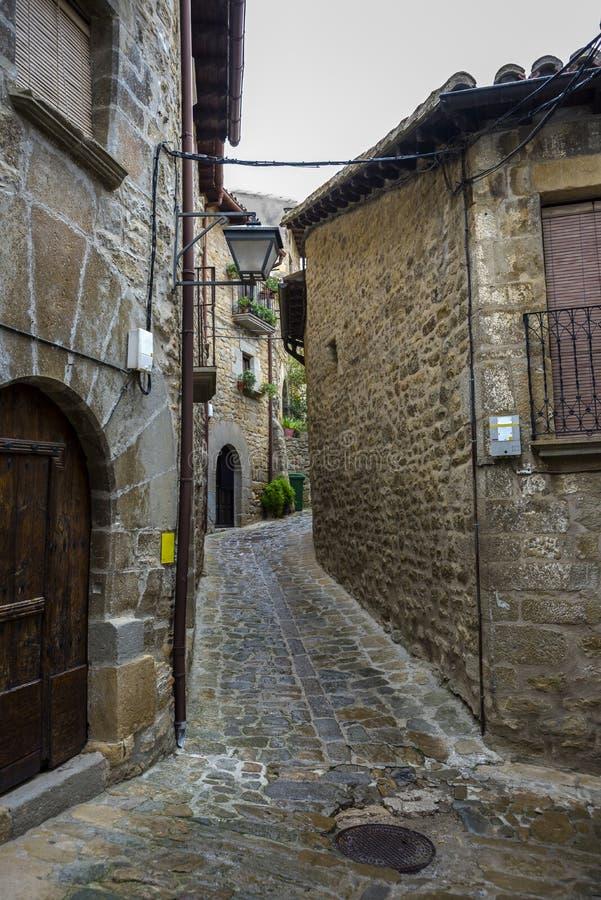 Traditionele architectuur in Sos del Rey Catolico stock fotografie