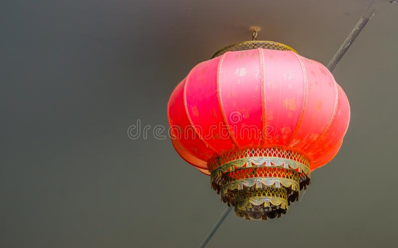 Traditionele Aziatische lamp in close-up, Chinese lantaarn, Nieuwe jaartraditie in Azië stock fotografie