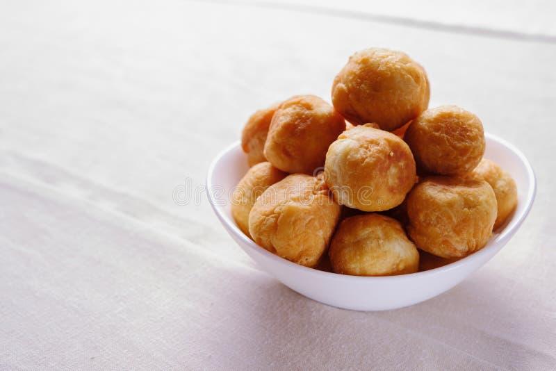 Traditionele Aziatische schotel Mongools, Kalmyk, Buryat, Kazakh gebakjes Fried Dough Kalmyk, Keuken, nomadische volkeren royalty-vrije stock afbeelding