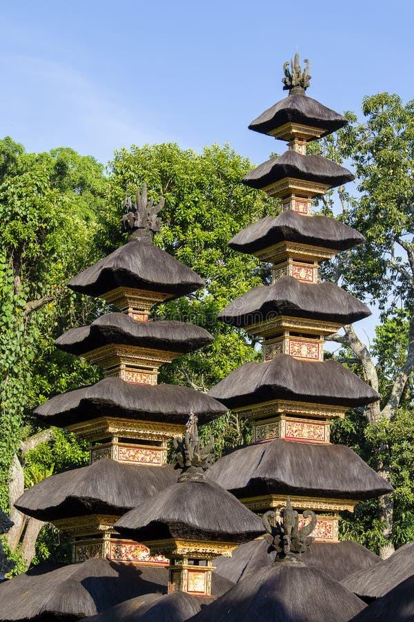 Traditionele Balinese daken in Hindoese tempel van het Eiland van Bali, Indonesië Reis en architectuurachtergrond stock foto
