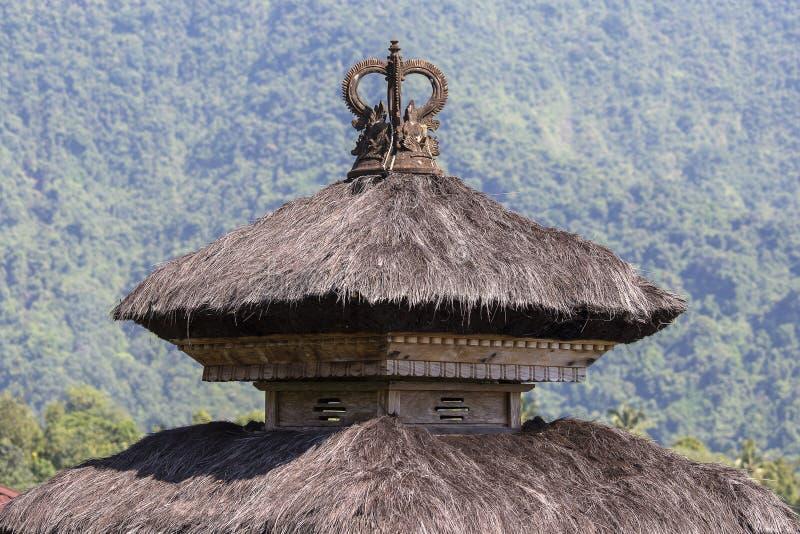 Traditionele Balinese daken in Hindoese tempel van het Eiland van Bali, Indonesië Reis en architectuurachtergrond stock fotografie