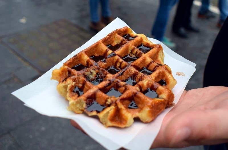 Traditionele Belgische wafels in Brussel stock fotografie