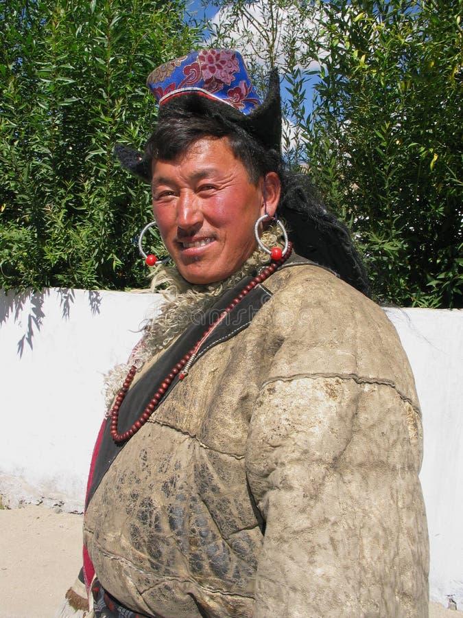 Traditionele boeddhistische mens bij festival Ladakh royalty-vrije stock afbeeldingen