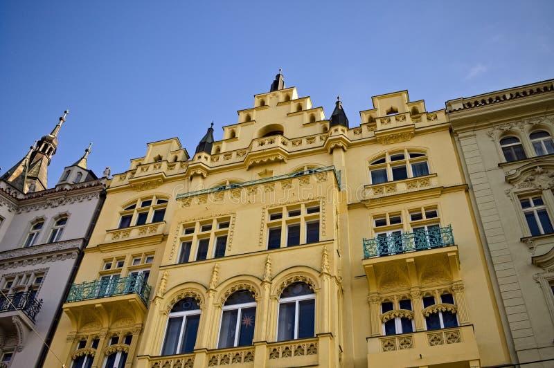 Traditionele bohemen gebouwen met gevels in Praag, Tsjechië royalty-vrije stock afbeeldingen