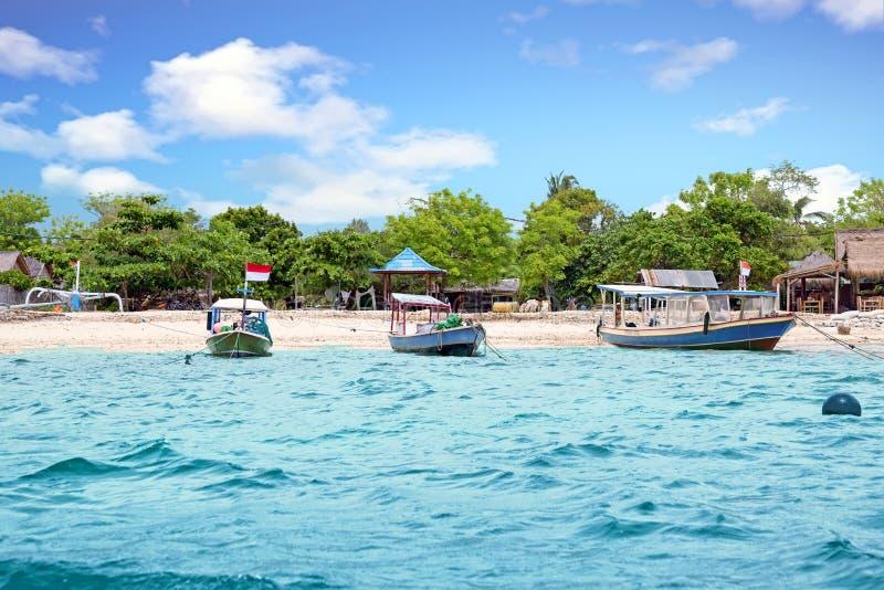 Traditionele boten op Gili Meno-strand in Indonesië royalty-vrije stock fotografie