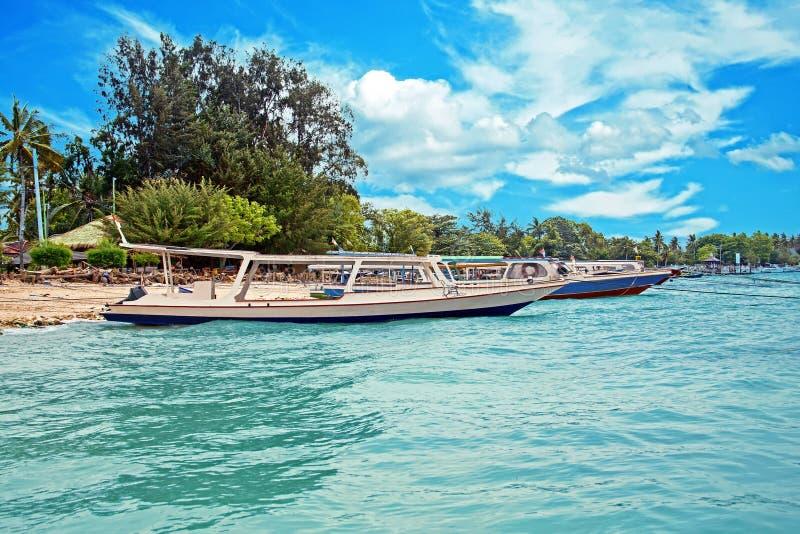 Traditionele boten op Gili Meno-strand in Indonesië stock fotografie