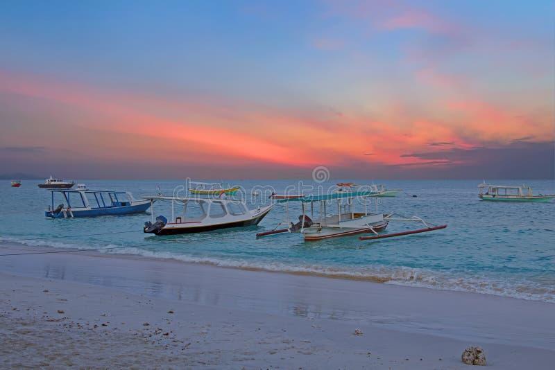 Traditionele boten op Gili Meno-strand in Indonesië, Azië royalty-vrije stock fotografie
