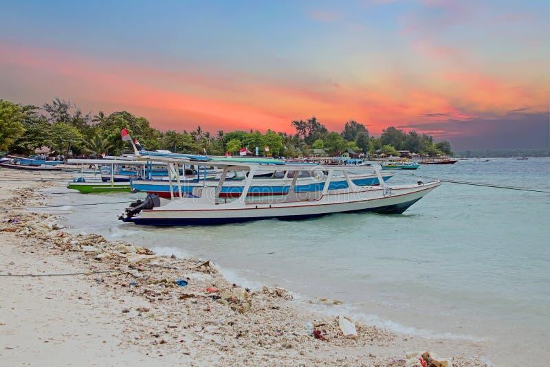 Traditionele boten op Gili Meno-strand in Indonesië, Azië stock afbeeldingen